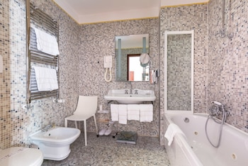 Junior Suite - Bathroom