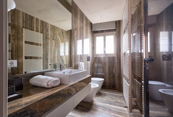 Classic Room, Annex Building - Bathroom