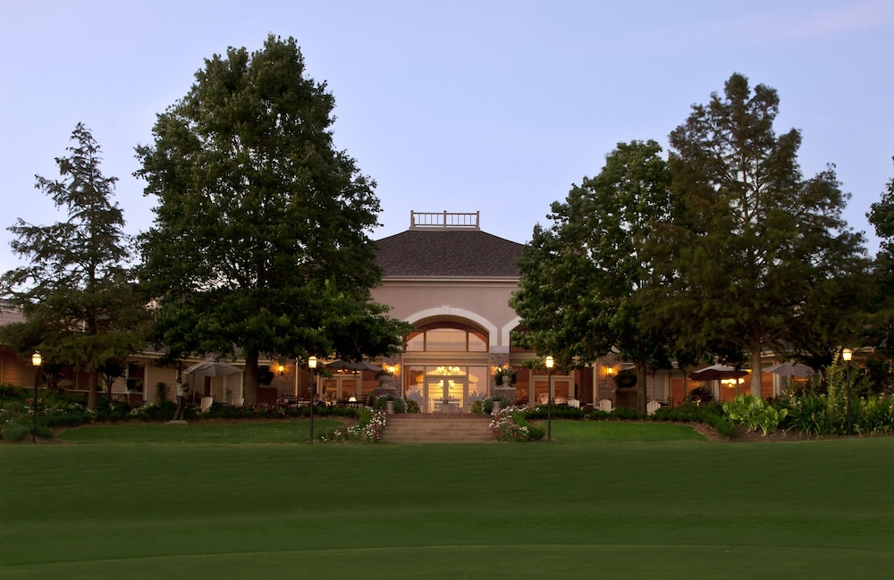Front of Property, Cypress Bend Resort Best Western Premier Collection