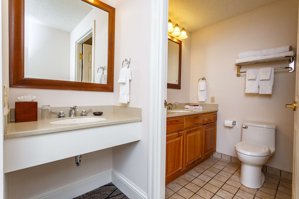 Bathroom, Cypress Bend Resort Best Western Premier Collection