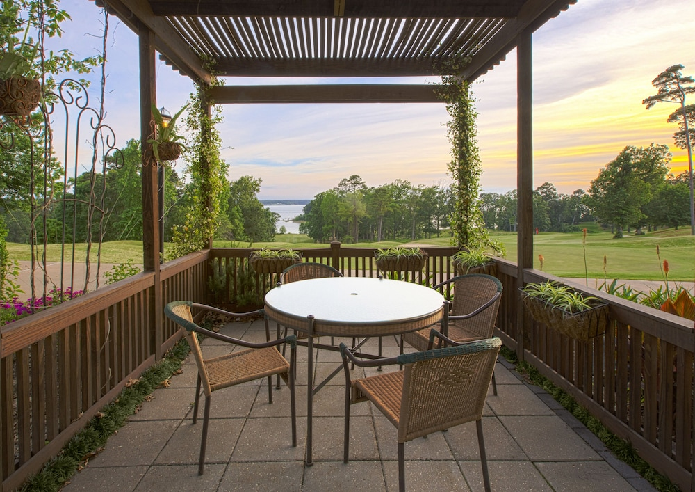 Terrace/Patio, Cypress Bend Resort Best Western Premier Collection
