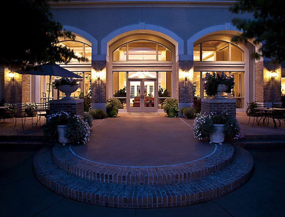 Front of Property - Evening/Night, Cypress Bend Resort Best Western Premier Collection