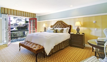Premium Room, 1 King Bed, Fireplace - Guestroom