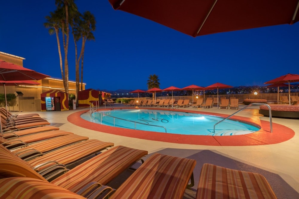 Outdoor Pool, Golden Nugget Laughlin
