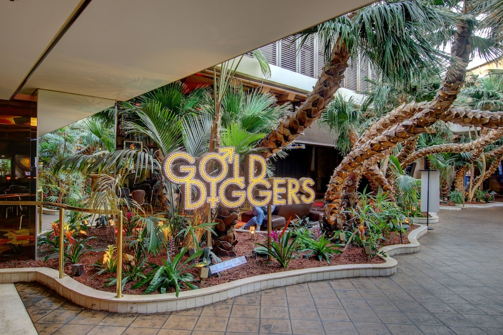Property Grounds, Golden Nugget Laughlin