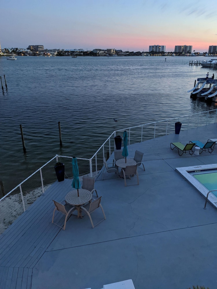 Featured Image, Inn on Destin Harbor