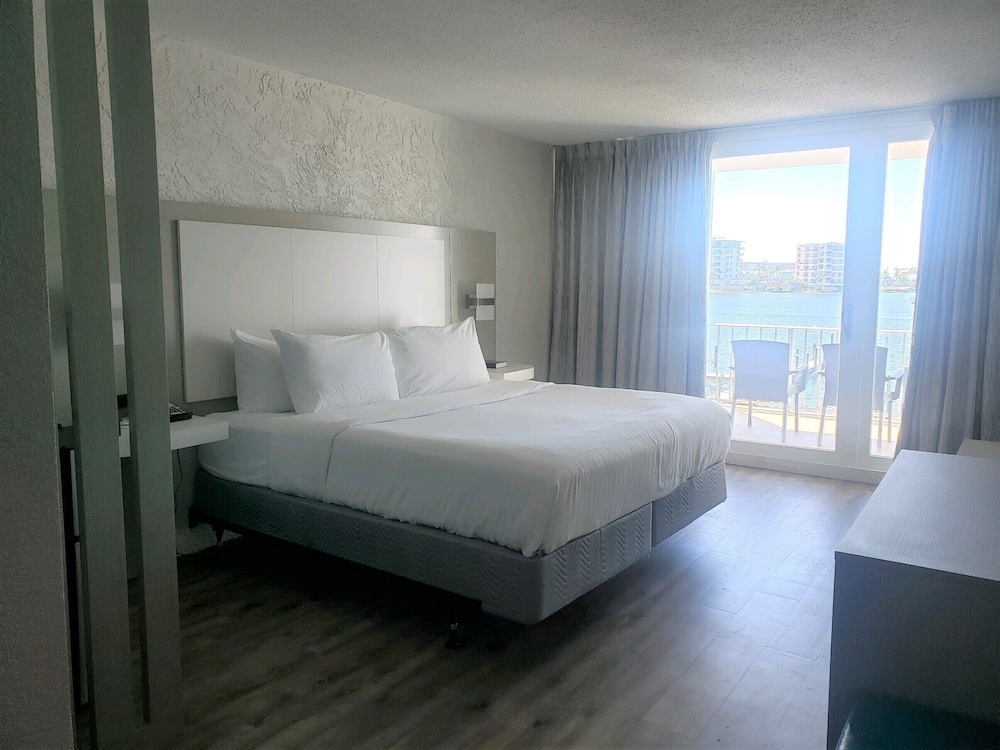 Room, Inn on Destin Harbor