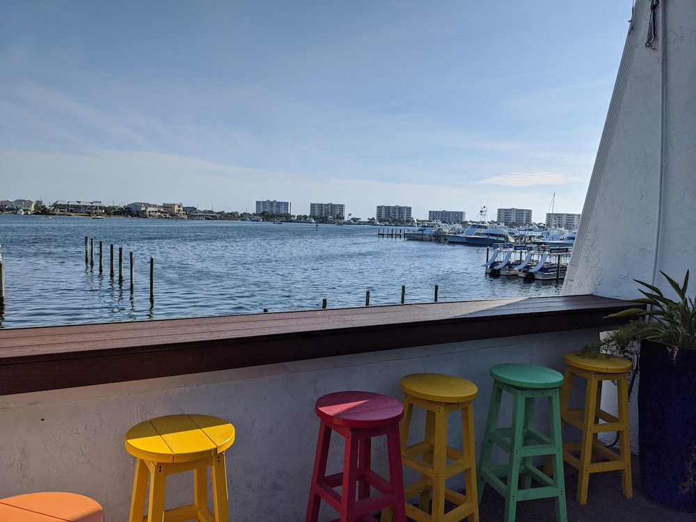 BBQ/Picnic Area, Inn on Destin Harbor