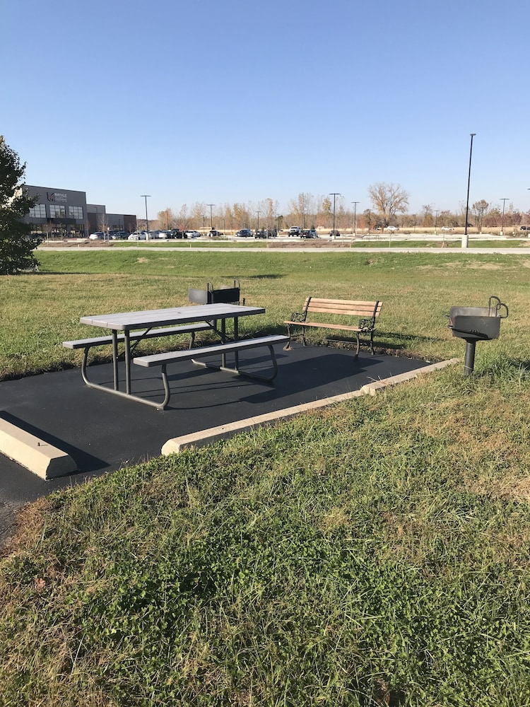 BBQ/Picnic Area, Comfort Inn & Suites St. Louis - Chesterfield