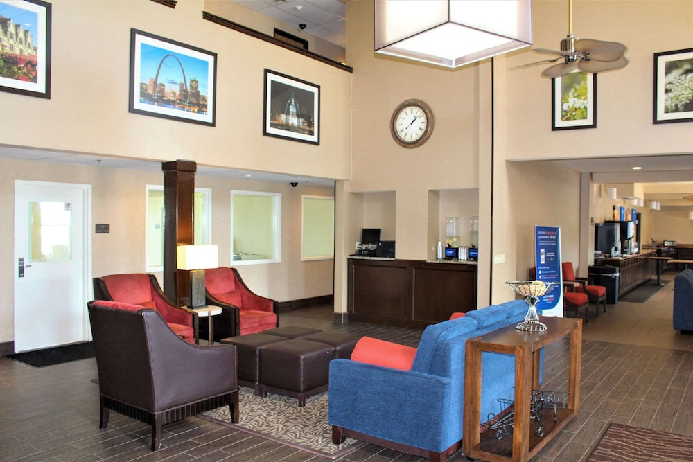 Lobby, Comfort Inn & Suites St. Louis - Chesterfield
