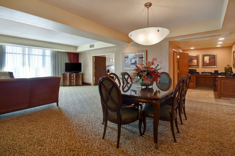 Living Area, Embassy Suites by Hilton Hot Springs Hotel & Spa