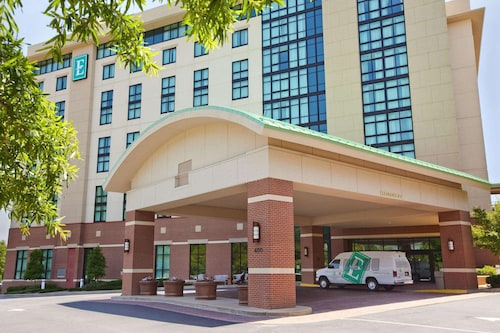 Embassy Suites by Hilton Hot Springs Hotel & Spa