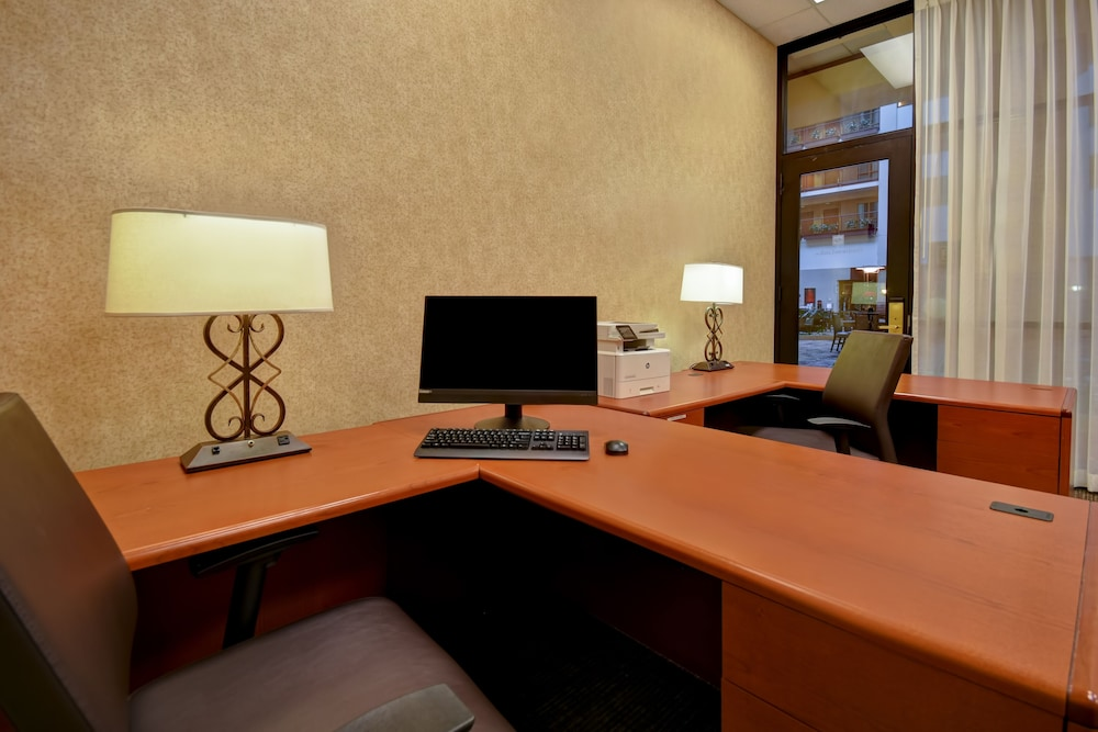 Business Center, Embassy Suites by Hilton Hot Springs Hotel & Spa