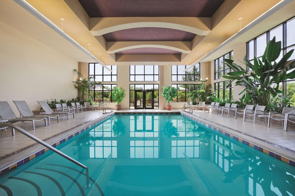 Pool, Embassy Suites by Hilton Hot Springs Hotel & Spa