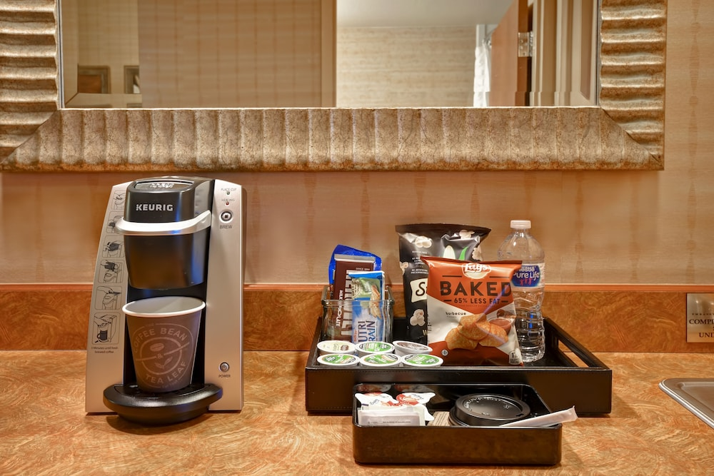 Room Amenity, Embassy Suites by Hilton Hot Springs Hotel & Spa