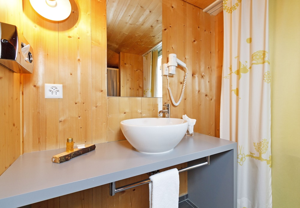 Bathroom, Hirschen Wildhaus Swiss Quality Hotel