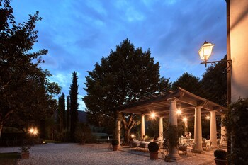 Loc. Piazzano, 6, 52044 Cortona AR, Italy.