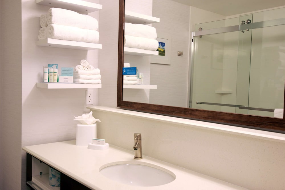 Bathroom, Hampton Inn & Suites Boise/Nampa at the Idaho Center, ID