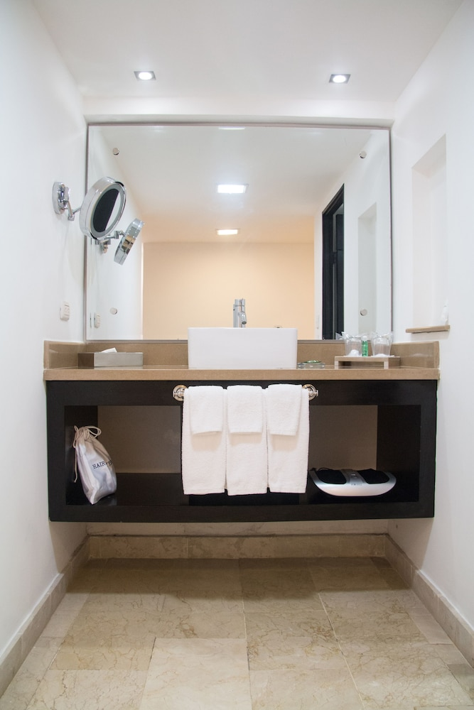 Bathroom, Radisson Hotel Santo Domingo