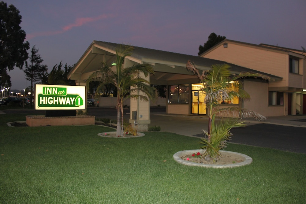Front of Property - Evening/Night, Inn at Highway 1