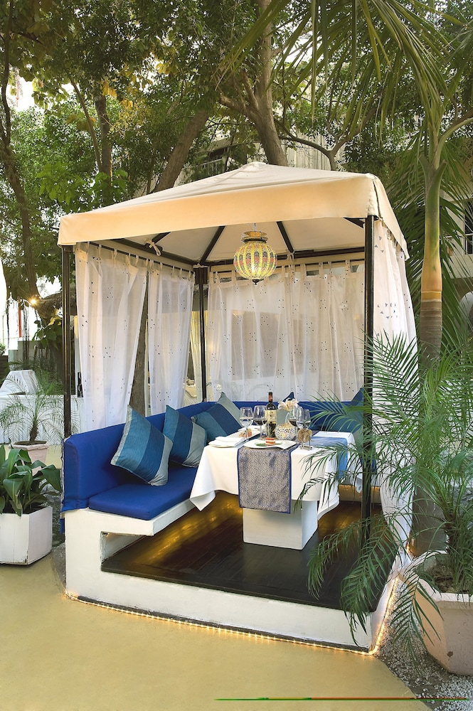 Outdoor Dining, The Claridges New Delhi