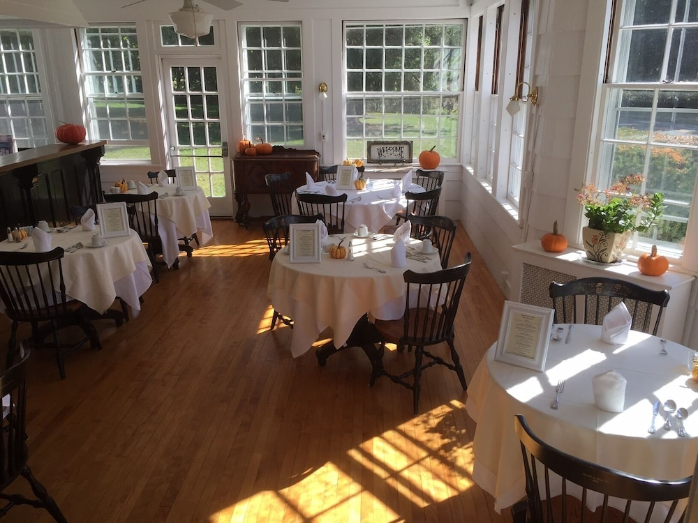 Restaurant, Blackberry River Inn
