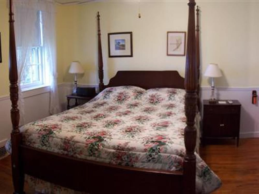 Room, Blackberry River Inn