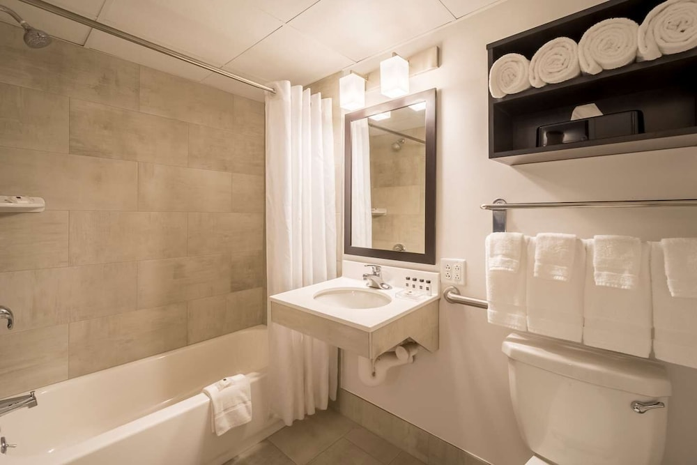 Bathroom, Country Inn & Suites by Radisson, Rochester-Pittsford/Brighton, NY