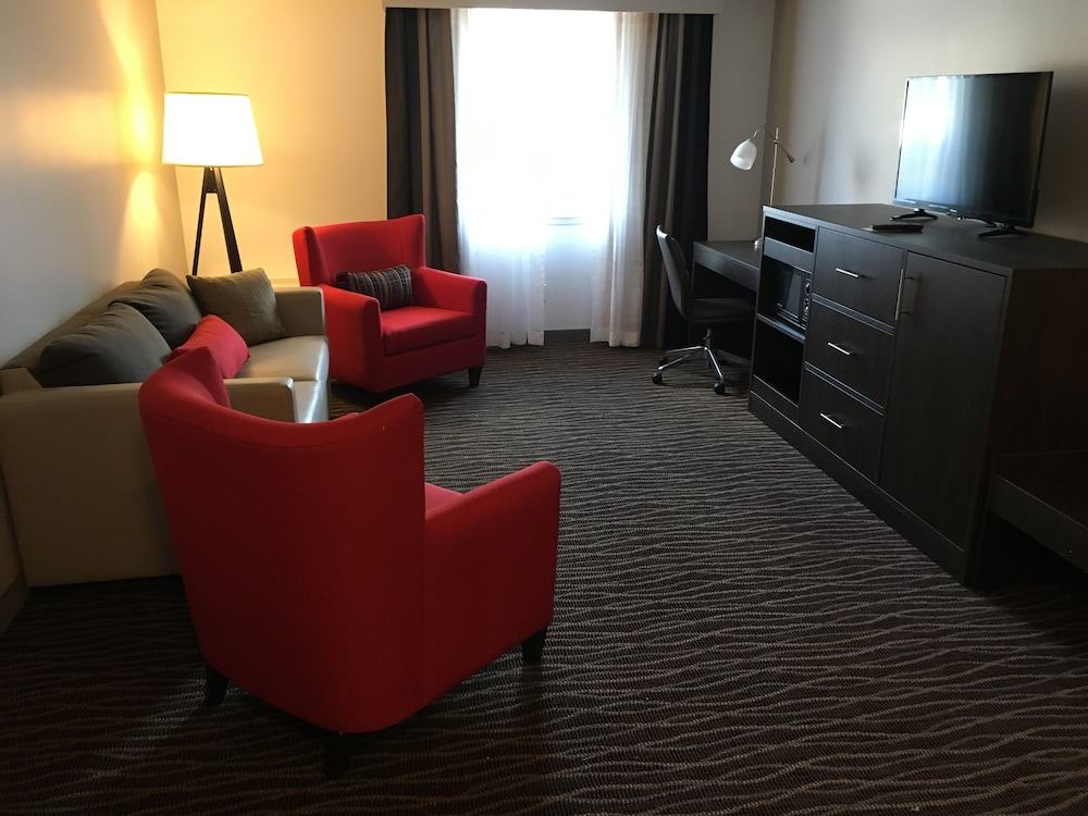 Living Room, Country Inn & Suites by Radisson, Rochester-Pittsford/Brighton, NY