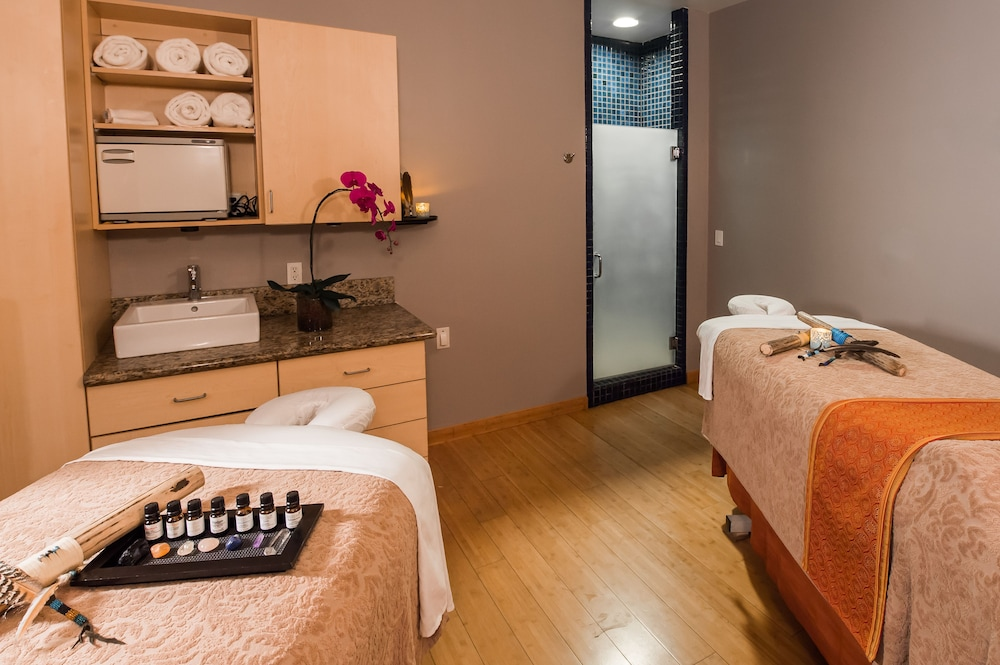 Treatment Room, Amara Resort and Spa