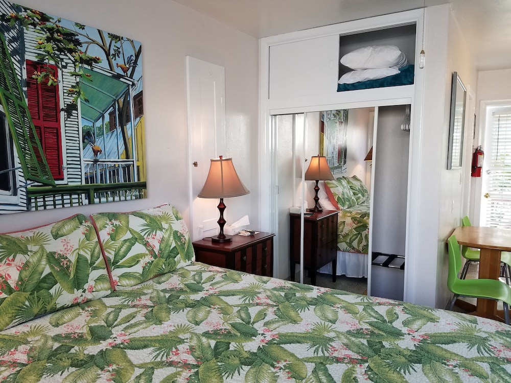 Room Amenity, Alexander Palms Court