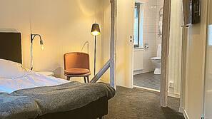 Pillowtop beds, desk, rollaway beds, free WiFi