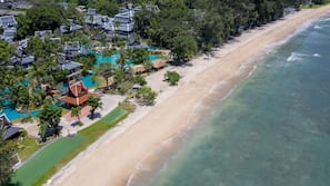 海灘、白沙、太陽傘、沙灘巾