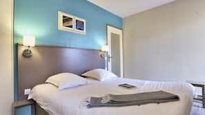 Cunas o camas infantiles (de pago), wifi gratis, ropa de cama