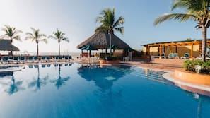 7 buitenzwembaden, parasols voor strand/zwembad