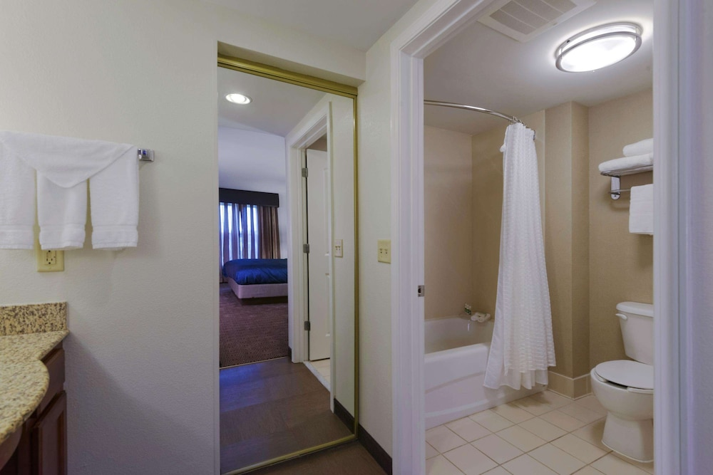 Bathroom, Homewood Suites by Hilton Manchester/Airport