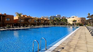 Outdoor pool, open 9:00 AM to 7:00 PM, pool loungers