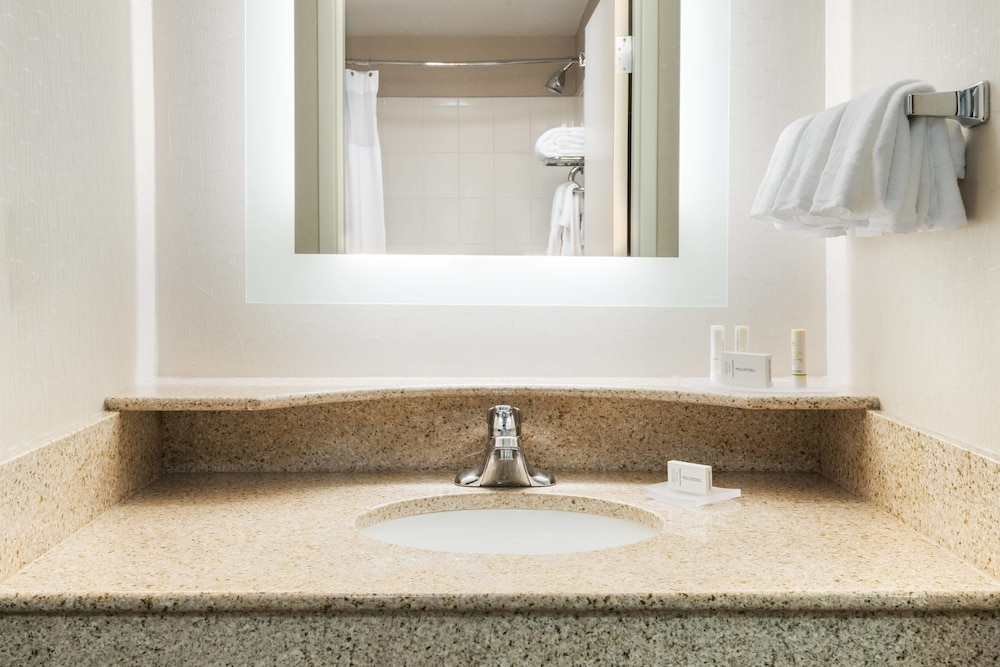 Bathroom, SpringHill Suites by Marriott Cleveland/Solon