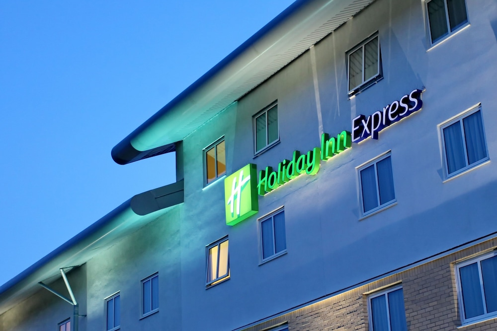 Exterior, Holiday Inn Express Southampton M27 Jct7