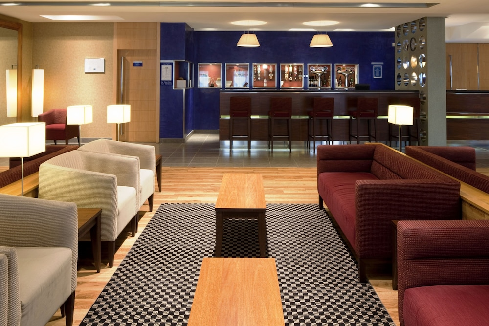 Bar, Holiday Inn Express Southampton M27 Jct7