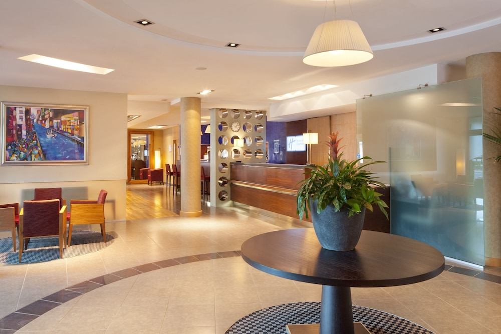 Lobby, Holiday Inn Express Southampton M27 Jct7