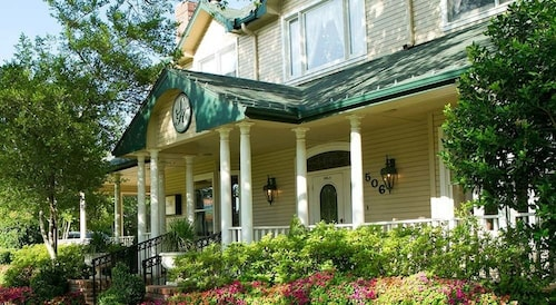 Great Place to stay The Sanford House Inn & Spa near Arlington