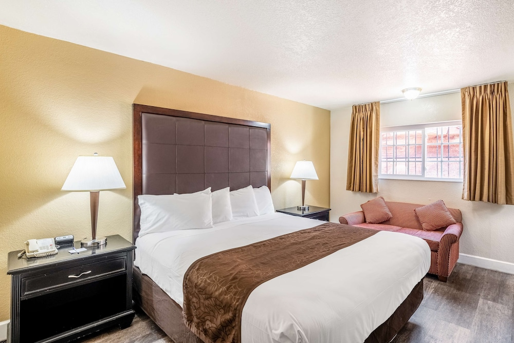 Room, Americas Best Value Inn & Suites Flagstaff
