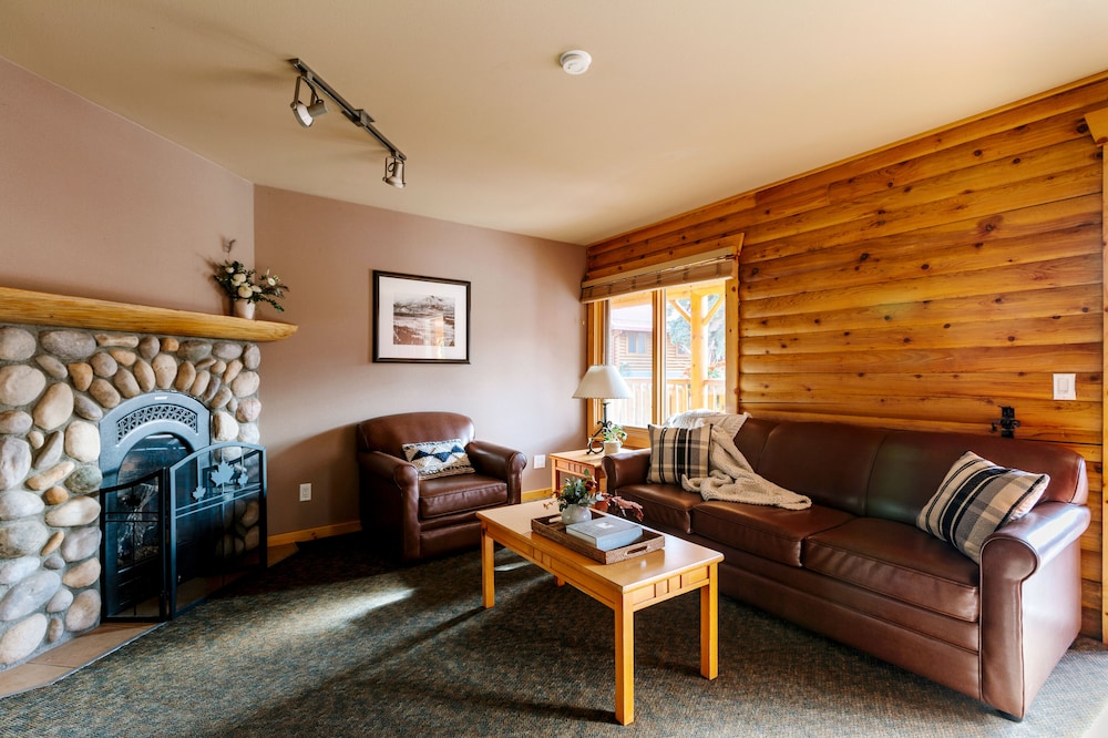 Living Area, Pocahontas Cabins