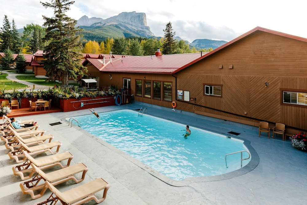Outdoor Pool, Pocahontas Cabins