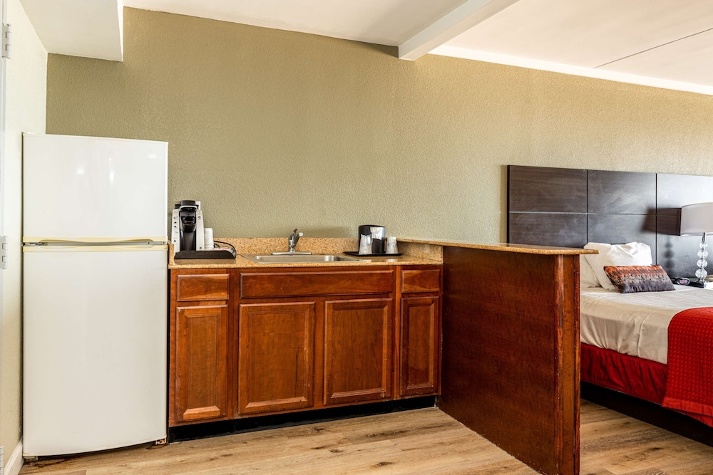 Private Kitchen, Best Western Plus Sandcastle Beachfront Hotel