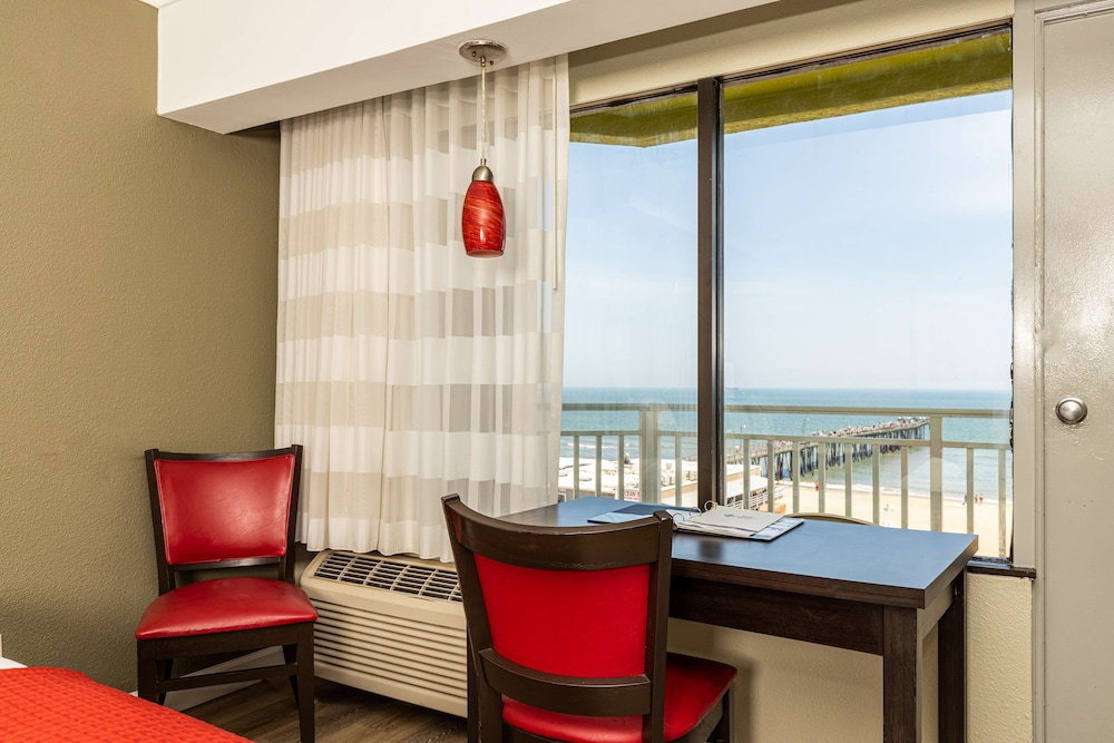 Room, Best Western Plus Sandcastle Beachfront Hotel