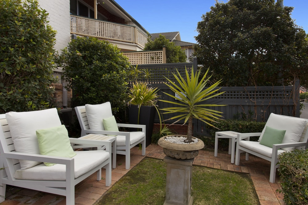 Courtyard, Cremorne Point Manor