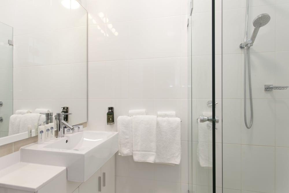 Bathroom, Cremorne Point Manor