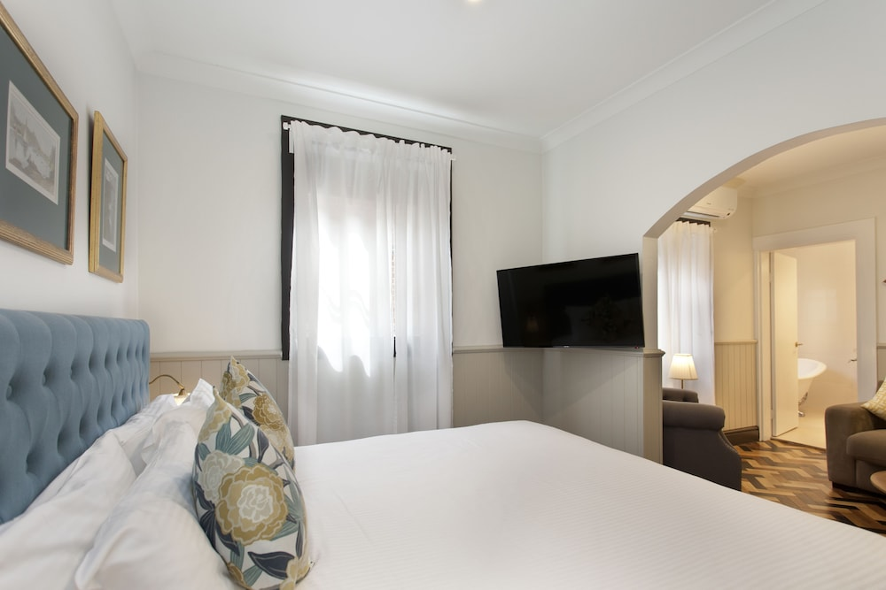 Room, Cremorne Point Manor